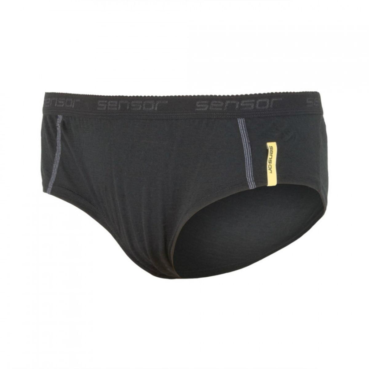 Čierna mačička v nohavičkách